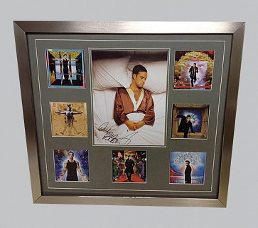 Robbie Williams Signed Colour Photo + 7 Photos